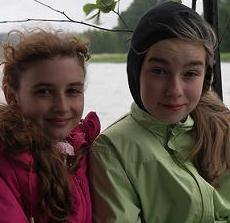 Соня Бурланова (справа). На летних каникулах!