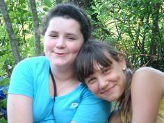 Анастасия Жежель (справа). Детский лагерь.